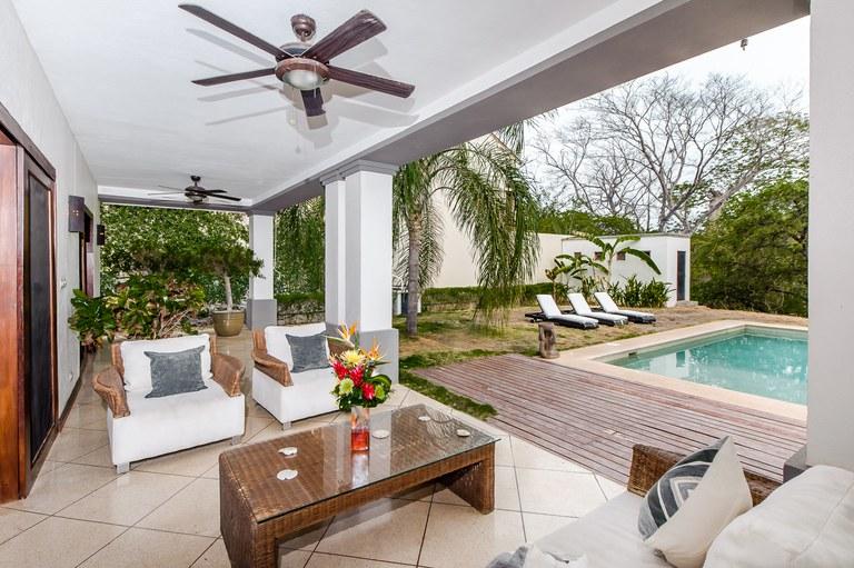 Casa Las Brisas del Estero: Contemporary style home close to the beach