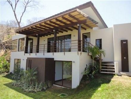 Casa de lujo en dos niveles en El Coco, Guanacaste: Oceanfront House For Sale in Playas del Coco