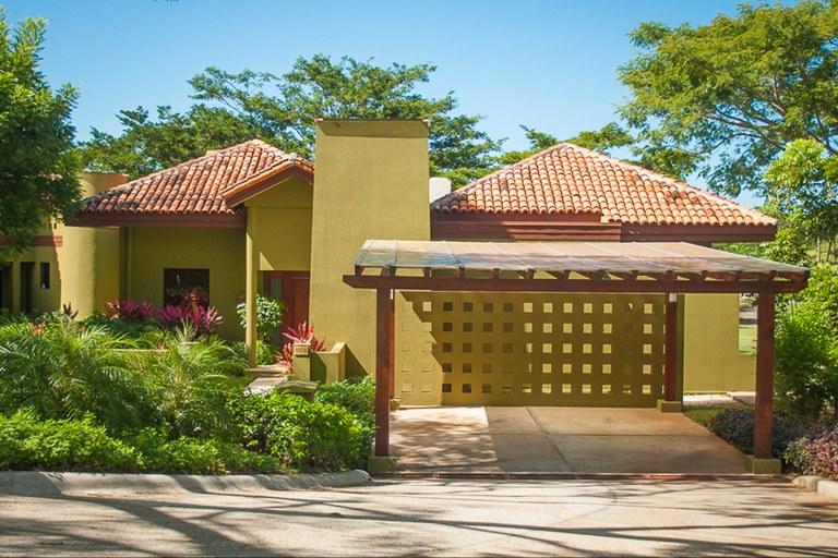 Villa Carao 5: Golf and mountain Views Villa