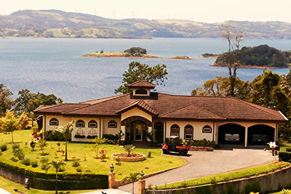 Lakeside Villa: Beautiful Lakeside Villa in Gated Community