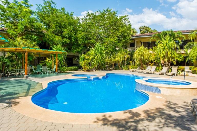 Casa del Sol, Unit 14: Stylish Condo Located Steps from the Beach!