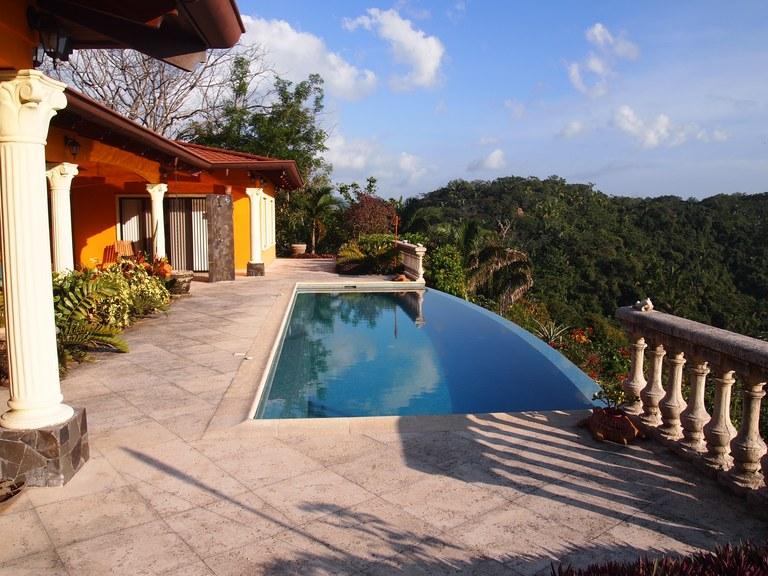Casa Tropical de Montaña: Ocean View Estate