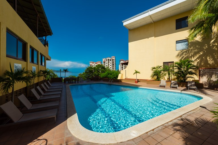 Presidential Suites 9: Enjoy Breathtaking Views & Ocean Sounds of Pristine Flamingo Beach and Surrounding Mountains from this Beautiful, Spacious 3-Bed, 2-Bath Condo!