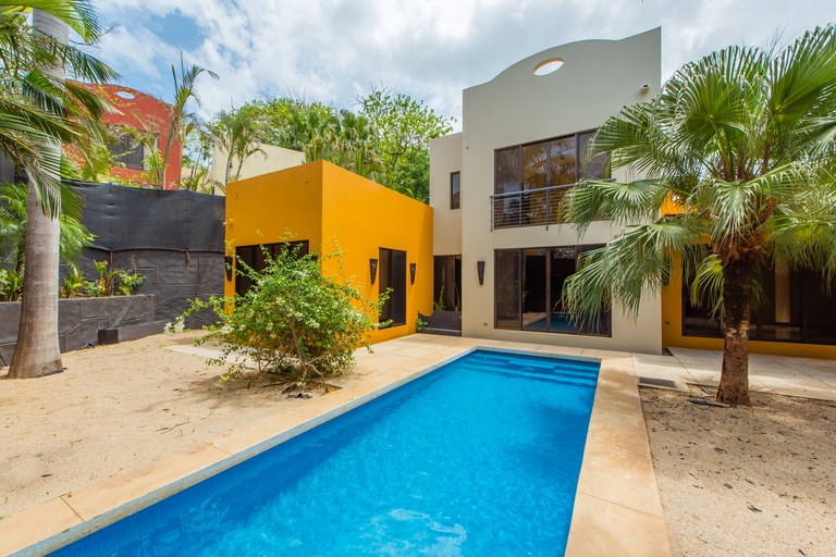 Oro del Sol #14: Near the Coast and Countryside House For Sale in Playa Tamarindo