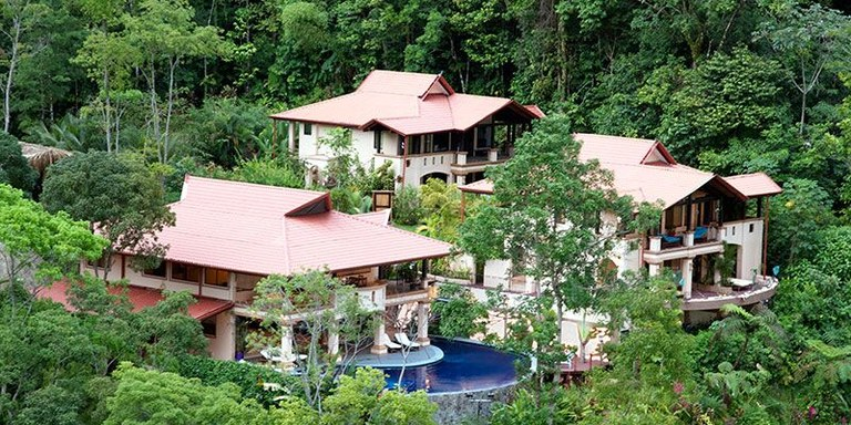 Near the Coast and Mountain House For Sale in Bahía Ballena