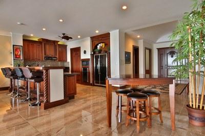 Kitchen, Breakfast Bar & Dining Area