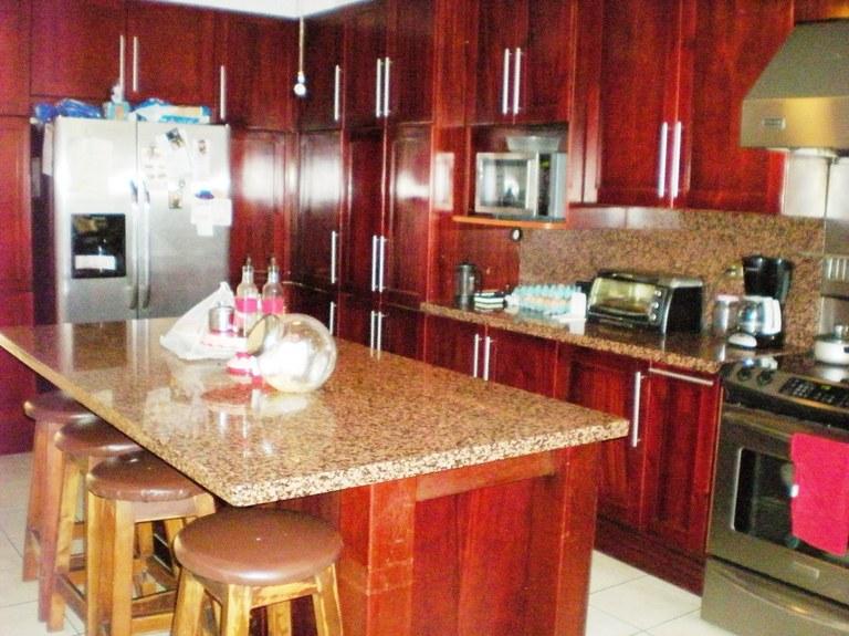 7528: Hermosa Casa de 3 Habitaciones en Venta en Trejos Montealegre