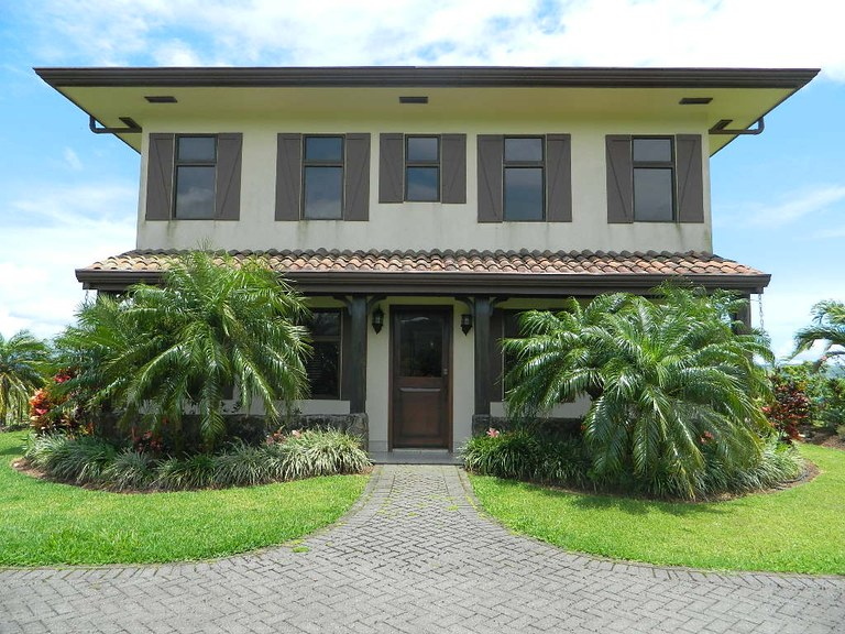 Mountain Villa For Sale in Aguacate