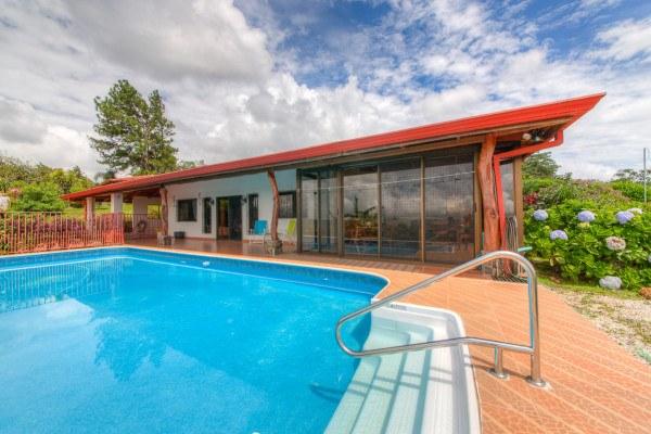 Lake & Volcano Arenal Splendor  Home, Guest Home & Pool
