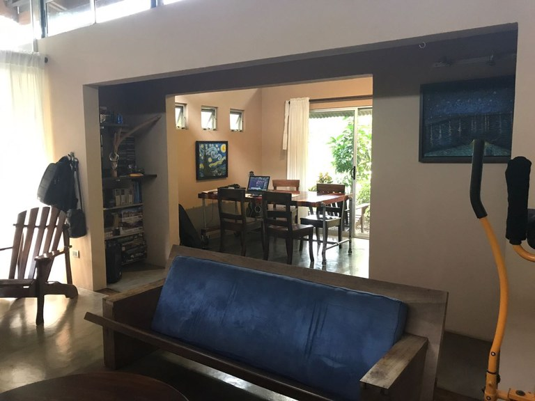 Modern house close to liberia airport area of high value for Casa moderna naga city prices