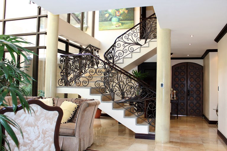 Escaleras interiores de casas lujosas home plan - Escaleras de casas de lujo ...