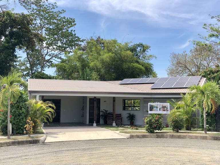 Near the Coast and Countryside House For Sale in Ballena