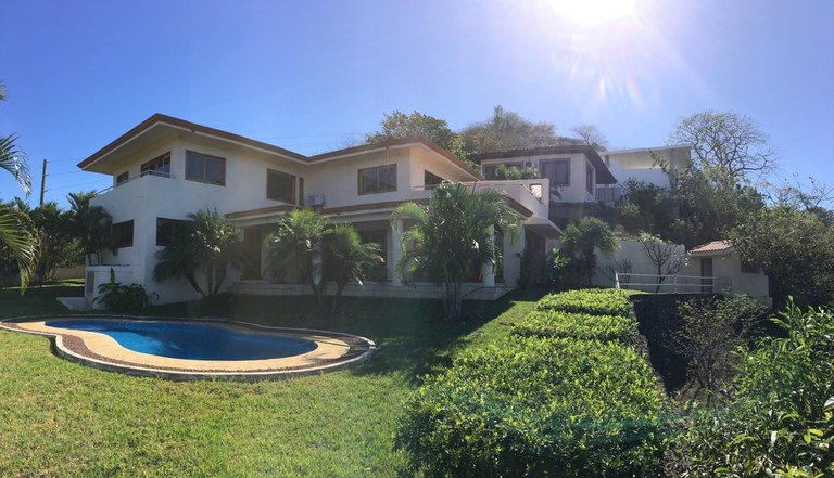 Casa Rosada: Near the Coast House For Sale in Playa Ocotal