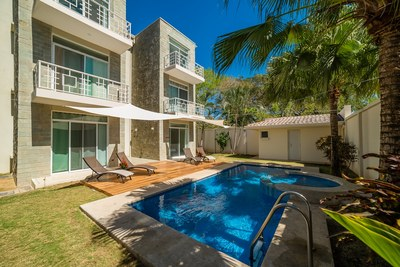 Pool & Outside Sitting Area