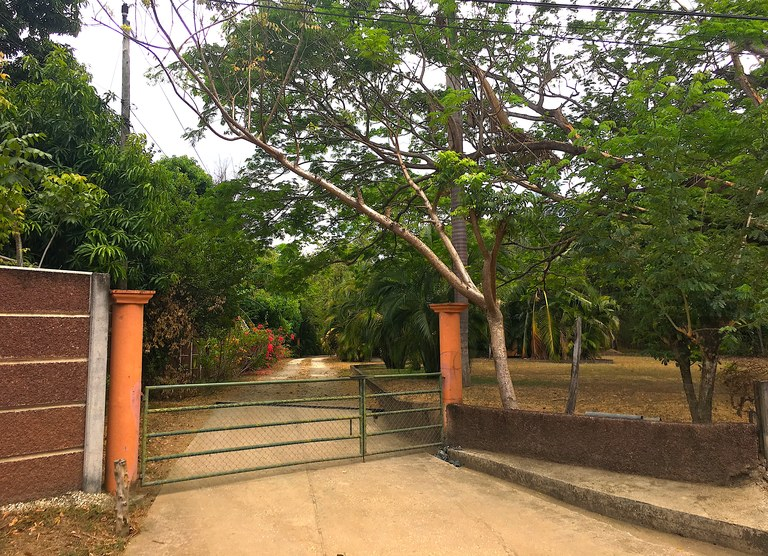 Hacienda Tranquila: 6.53 Acres with 3 Homes/ 1 Casita Close to Beach