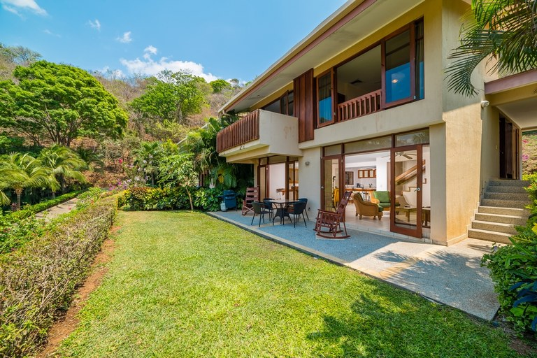 Bahia Pez Vela Villa Bonita 18: Oceanfront Villa For Sale in Playa Ocotal