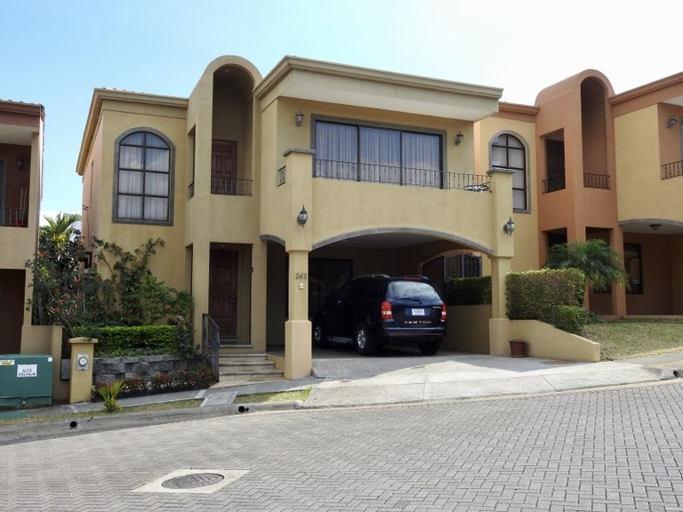 Townhouse For Sale in Heredia