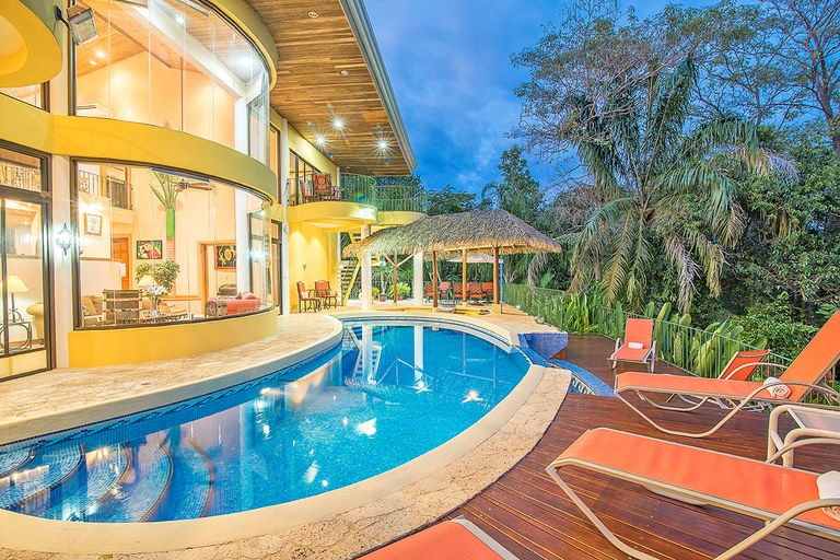 Grand Ocean View Estate in Manuel Antonio Costa Rica. On the Edge of Paradise: Discerning and Appealing