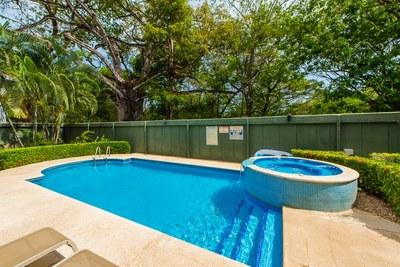 Pool & Exterior Jacuzzi