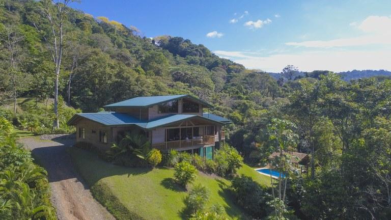 Casa Bosque Mar: Mountain House For Sale in Dominical