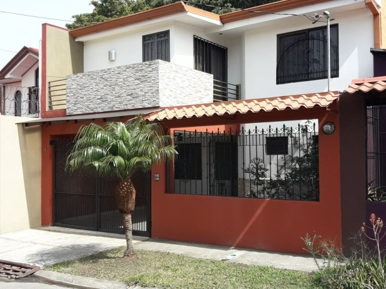 Cozy Home boasting a warm ambience - Sta. Lucia Barva HEREDIA