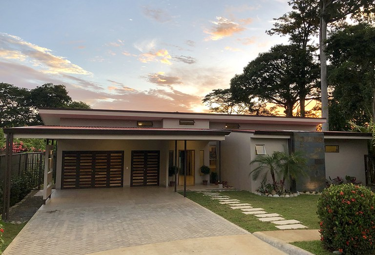 Casa Tigre - Walk to the Beach Home with Pool and Solar Package - 0.17 Acres