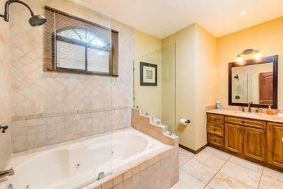 9 - Modern Master Bathroom With Tub - Ocean-vicinity Luxury Condo For Sale.jpg