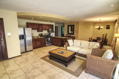 Lounge Area And Breakfast Bar - Luxury Condo Close To Tamarindo Beach
