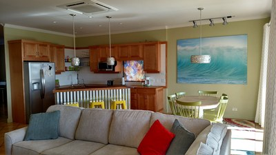 Kitchen And Dining Room With Breakfast Bar - Amazing Ocean View Luxury Condo