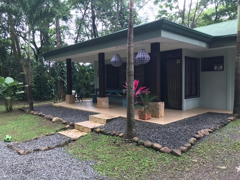Charming 3-bedroom, 2-bath Costa Rican home in Uvita, convenient to everything!