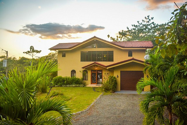 Rainforest Home in Quiet Community Near Manuel Antonio