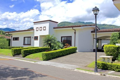 House For Sale in Piedades