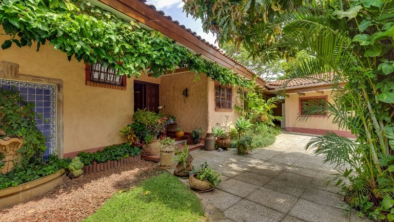 9336: House For Sale in Escazú