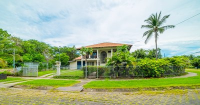 Villa Marina-Flamingo Estates: Large Main Home and Additional Duplex with Pool and Ample Parking