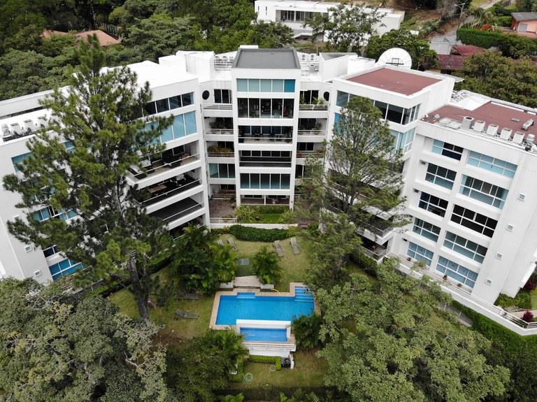 9489: For Sale Spacious, Exclusive Apartment in Jaboncillos de Escazu