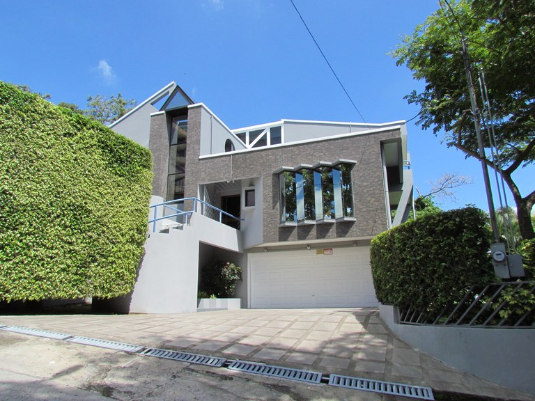 9383: For Sale in Escazu, 4 BR Contemporary House with Office, Views and Putting Green.