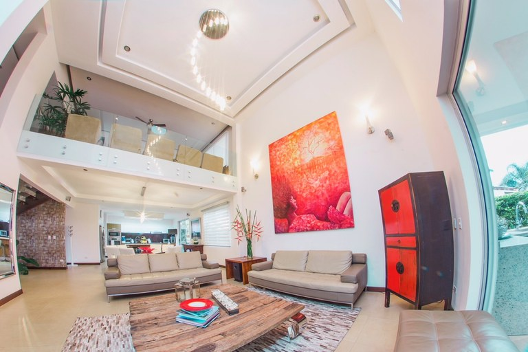 9361: For Sale, Santa Ana, Beautiful Contemporary House, 3B, in Gated Community.