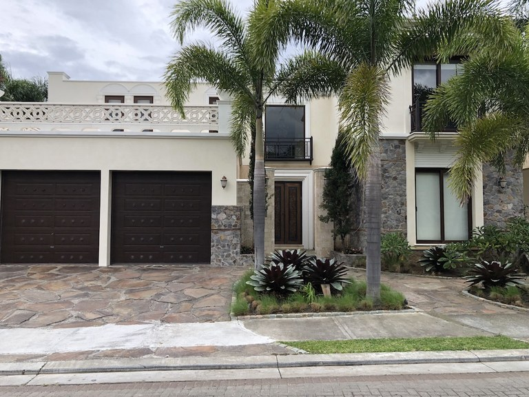 Luxury 2-story 6-bedroom House for sale in exclusive community in Santa Ana