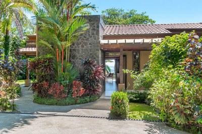 Casa Flores, Escaleras, Dominical (2)-700.jpg