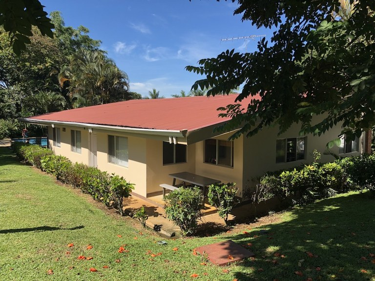 Spectacular 5 BR Country Villa for sale in Alajuela. Perfect location outside the city but close to main commercial spots!