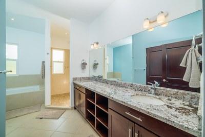 Villa Moros y Cristianos - Master Bathroom