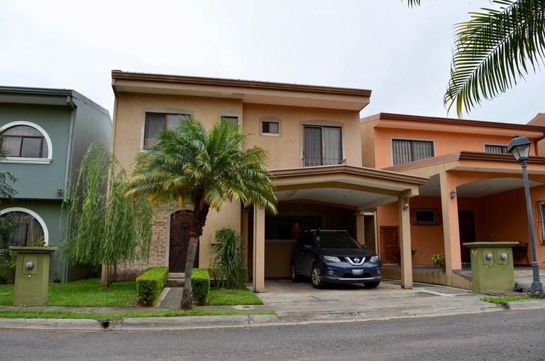 Condominium For Sale in Lindora