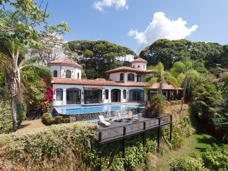 Eleganza Luxury Estate: Mountain House For Sale in Dominicalito