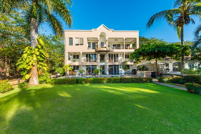 El Destino 2A: Majestic Beachfront Condo.This Deal Won't Last Long!