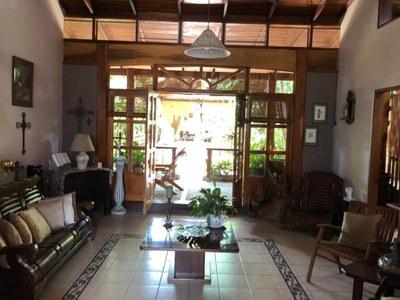 6- Living room (1).jpg