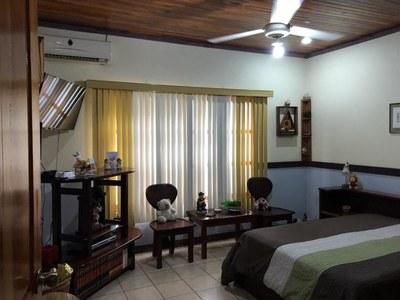 11- Room (2).jpg