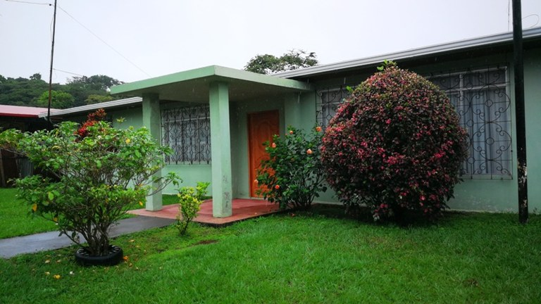 Casa San Antonio: Home in Town on large lot