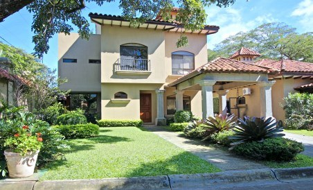 Pinewood Cove: House For Sale in Santa Ana