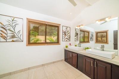 Casa Princesas_ Second Bathroom