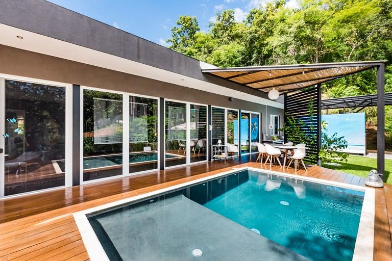 Casa Millumbimbi: Custom modern home in exclusive gated community